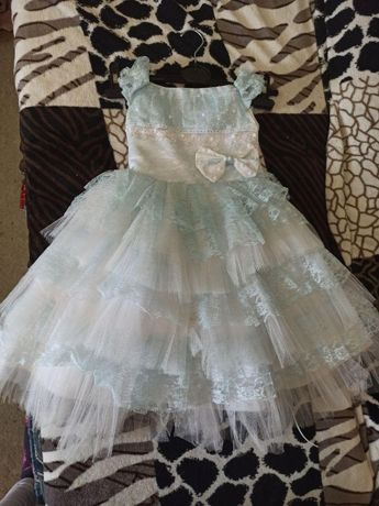 Продам нарядное платье для девочки 1.5-3 года