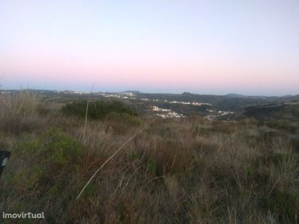 Terreno rústico com vista para o convento de Mafra