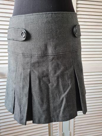 Серая юбка, средняя посадка.