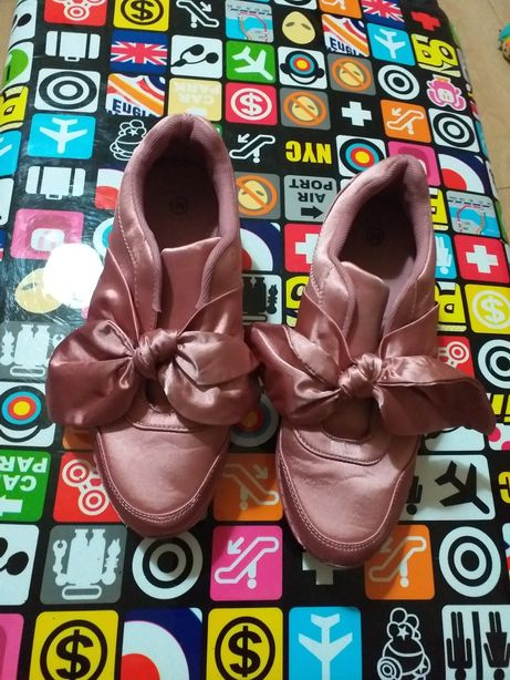 Buty z kokardkami roz 39