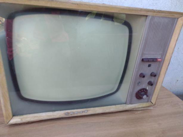 Stary telewizor ZEFIR