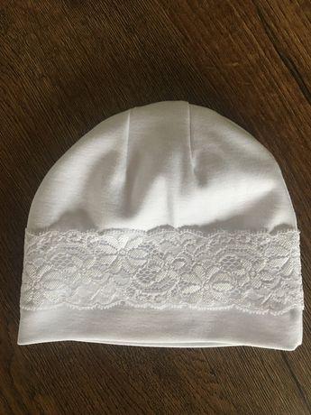 Śliczna biała czapeczka z koronką, chrzest, wiosna, rozmiar 38-40