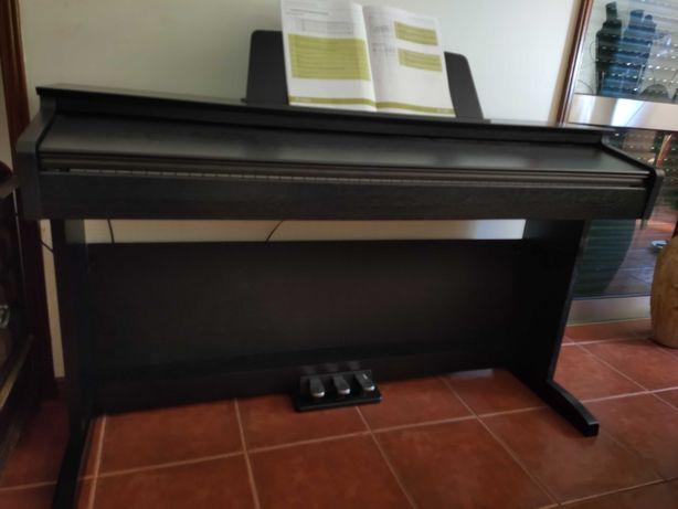 Piano digital (Novo) com 3 anos garantia.