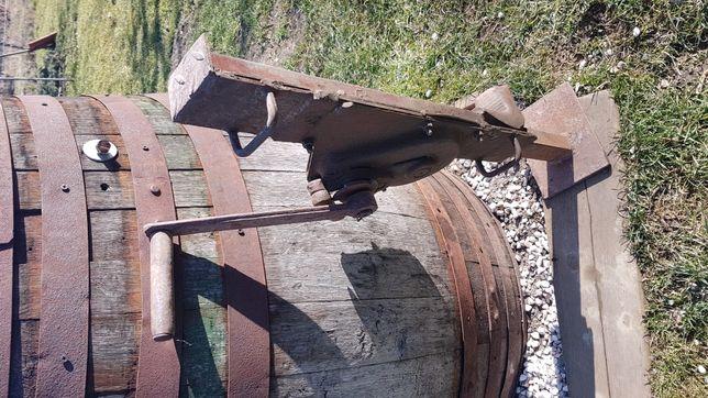 Stary duży podnośnik winda