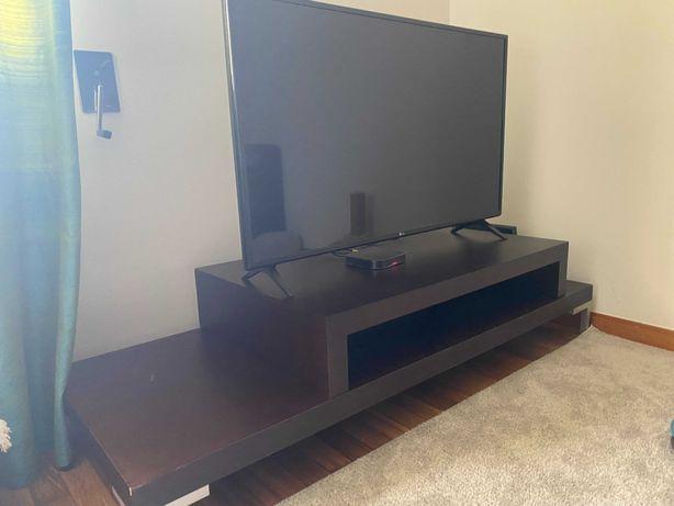 Móvel Televisão em duas partes