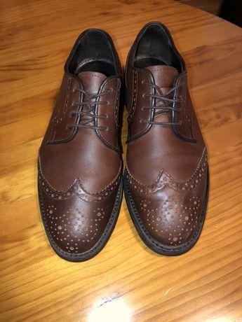 Sapatos número 43