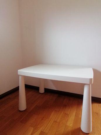 Mesa de criança em plástico resistente