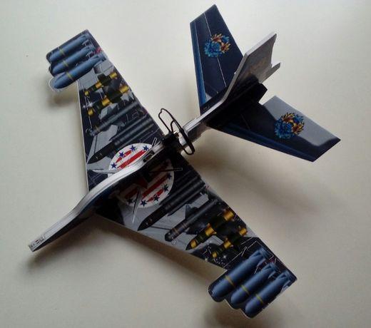 Myśliwiec-samolot samo latający na napęd, świecący do ładowania-NOWY