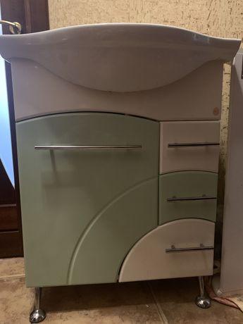Продается комплект мебели в ванную комнату б/у-тумба с раковиной и зер