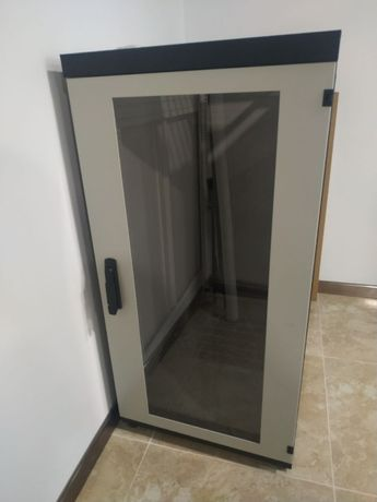 Шкаф серверный напольный 24U (24 юнита). Отличное состояние!