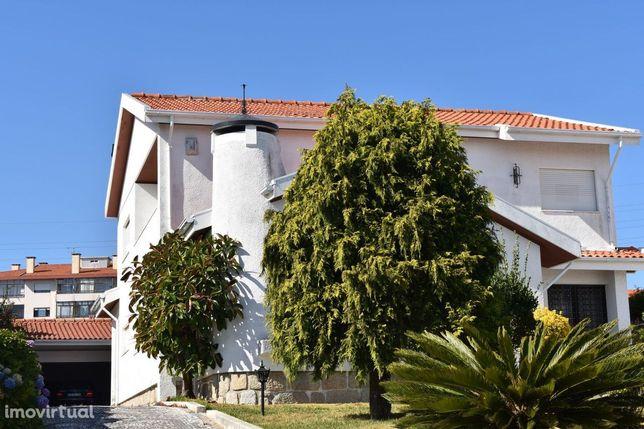Moradia -  4 Frentes - Mafamude - Vilar Paraíso