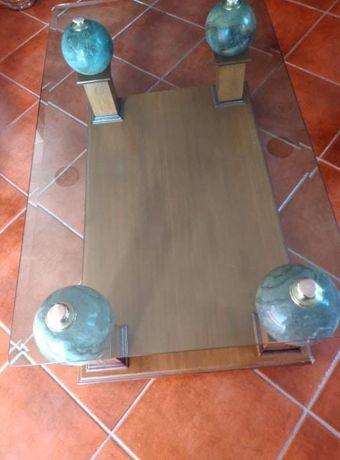 Mesa em vidro madeira e pedra