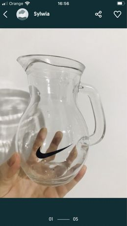 Dzbanek szklany 0,5 L znaczek Nike