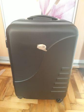 Продам очень качественный, пластиковый чемодан.Новый.Чехия.