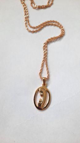 Złoty łańcuszek z medalikiem Matki Boskiej poświęcony