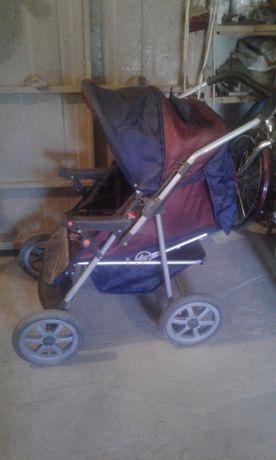 Дитяча коляска-трансформер