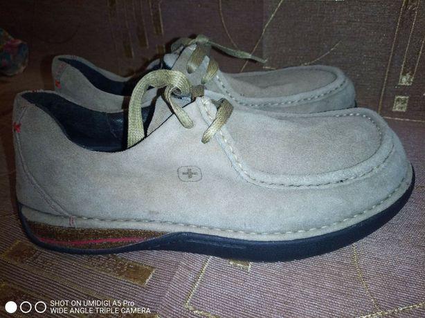 Продам замшевые туфли 42 р.ортопеды