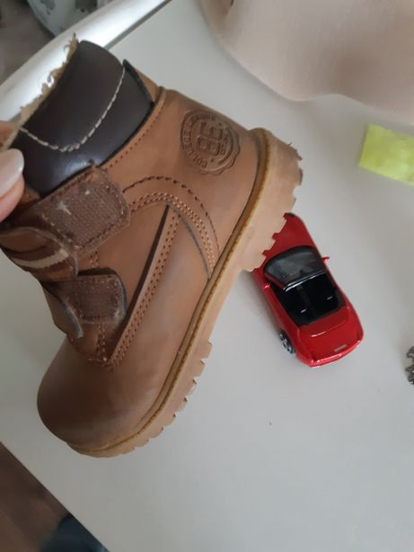 Ботинки на мальчика. 25й размер.