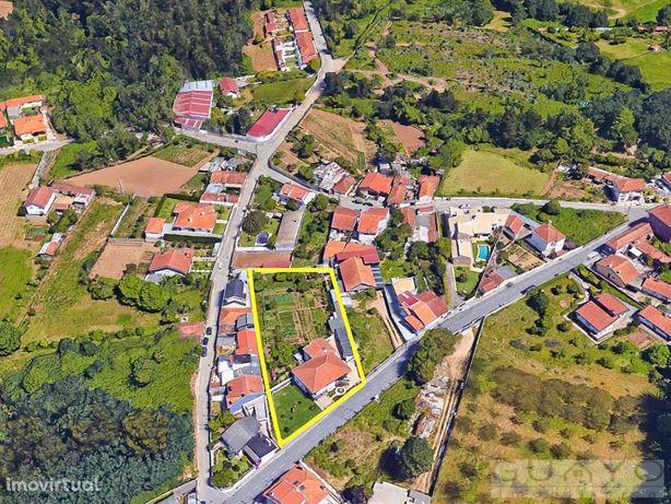 Quintinha/Moradia T4, com 2.640m2, em Grijó