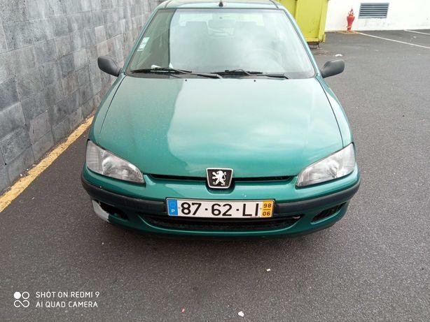 Carro Peugeot em bom estado