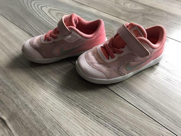Nike revolution dla dziewczynki