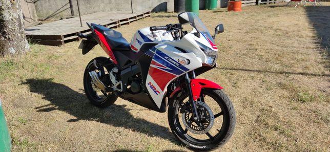 Honda CBR 125R Tricolor