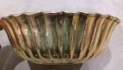 Taça dourada antiga em metal