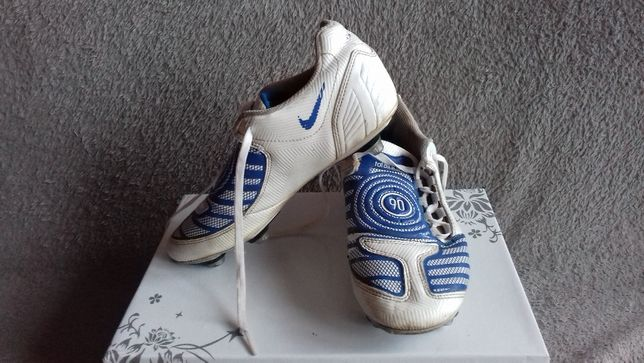 Buty sportowe korki NIKE rozmiar 35,5 biało niebieskie typu ćwieki