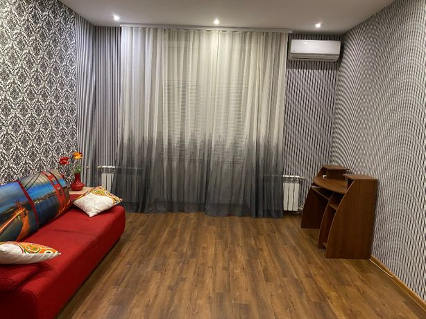 Продам 3-х комнатную полнометражную квартиру на Маяковского!