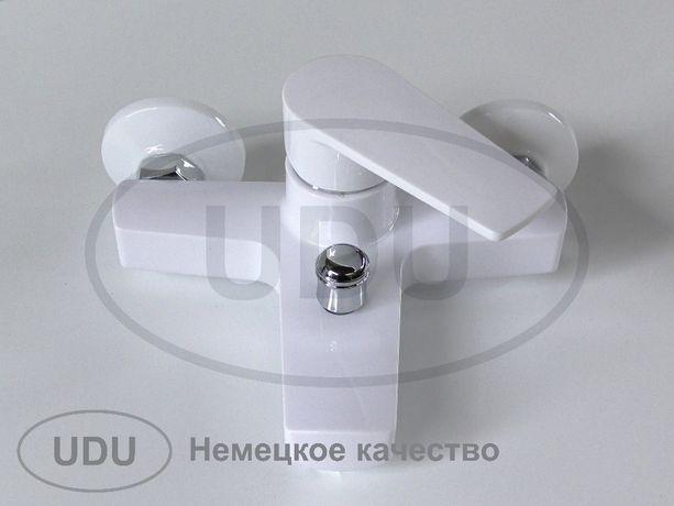 Белый пластиковые смесители для душа, ванны. Пластиковая сантехника