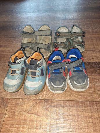 4 пары обуви на мальчика (сандали и кросовки)