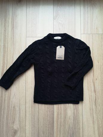 Granatowy sweterek Zara w warkoczowy splot