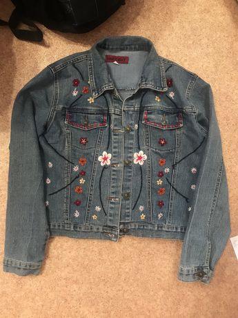 Джинсовая куртка джинсовка оверсайз с вышивкой цветами цветочками