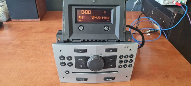 Opel Astra H Zafira B Radio Cd30 z ekranem Zestaw sparowany