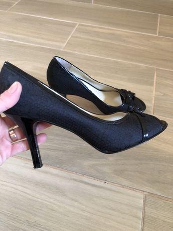 Туфлі чорні жіночі