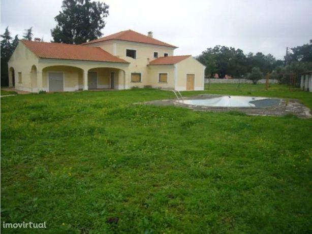 Moradia T5 com piscina e jardim, em Cabanas, Palmela.