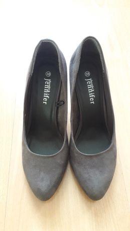 Buty na obcasie zamszowe r.38