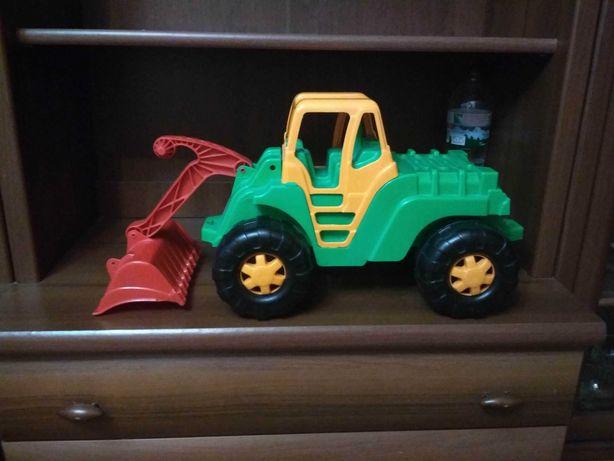 Великий трактор екскаватор