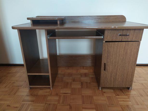 Biurko z podkładką pod monitor