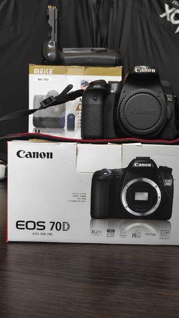 Canon 70d body & Батарейный блок (бустер) Meike MK-70d