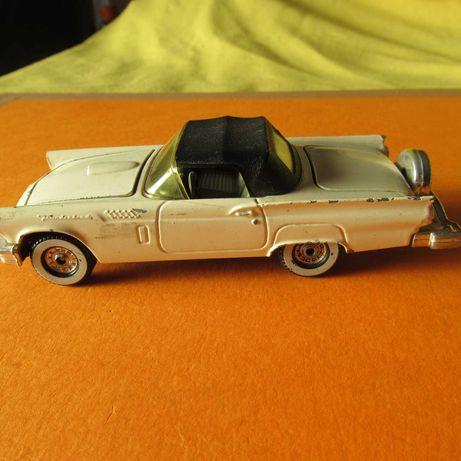 Ford Thunder Bird em metal da corgi Toys C=13cm