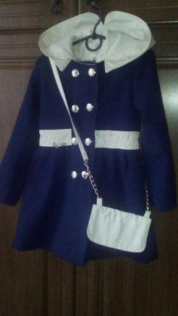 Терміново продається пальто для дівчинки