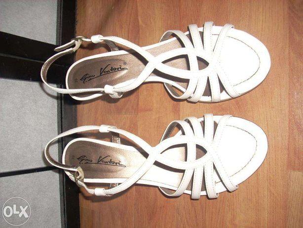 Sandałki białe 39