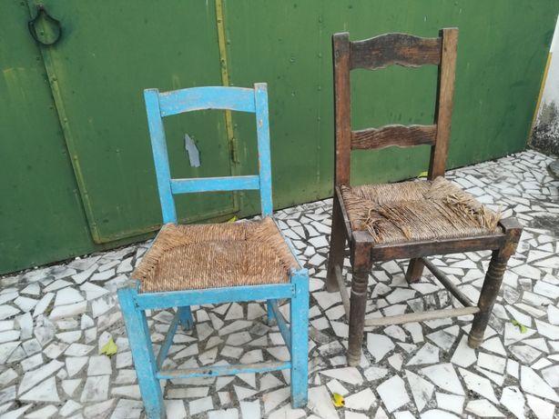 Cadeiras antigas de buinho