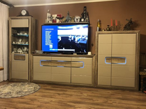 Komplet mebli (komoda, duża szafka RTV I WITRYNA) z oswietleniem LED