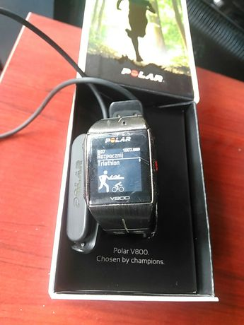 Tanio sprzedam używany zegarek Polar V800 z ładowarką sportowy
