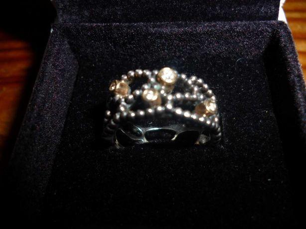 Anel original da Pandora em prata, ouro e diamantes
