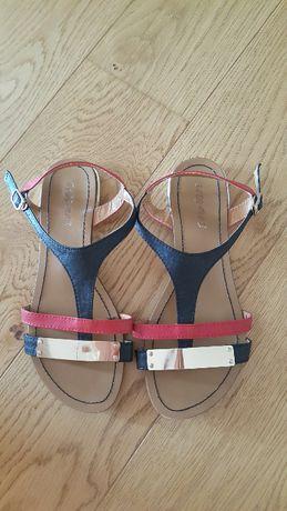Sandałki czarno czerwone 37
