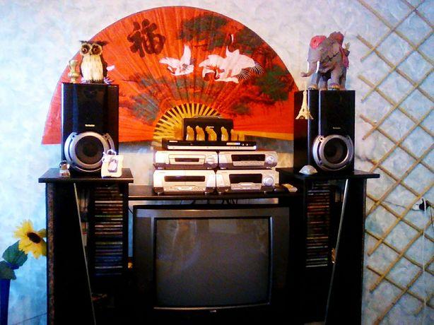 Полочка под телевизор, под музыкальный центр