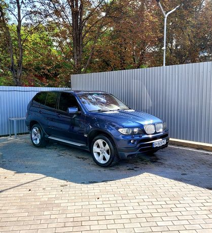 Продам BMW X5 E53 2004 года в хорошем состоянии